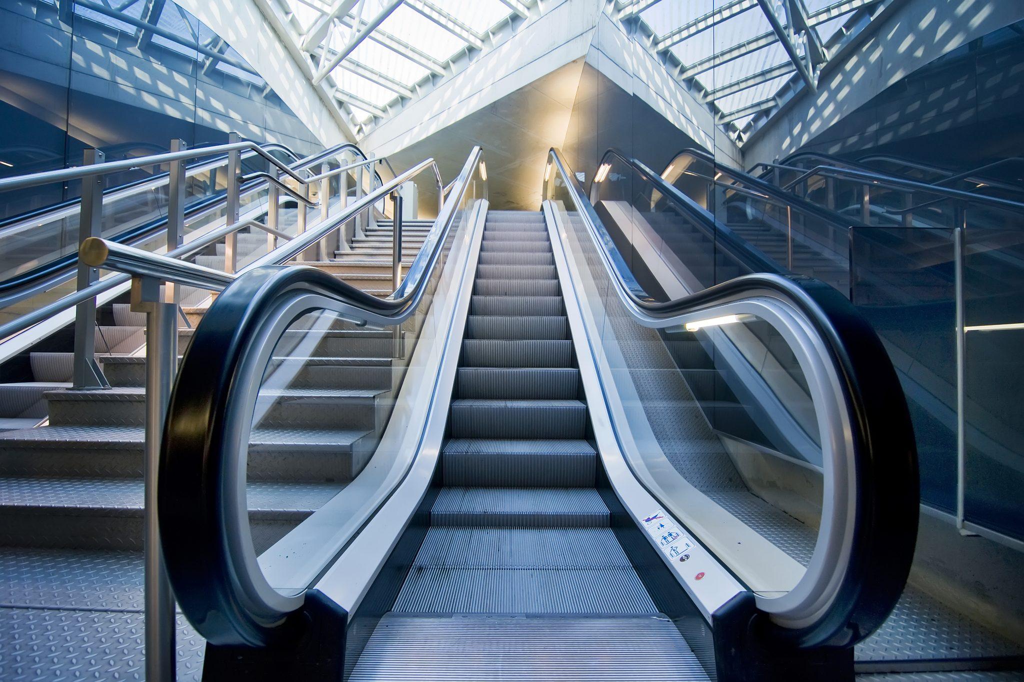 階段を使うか、エスカレーターを使うか